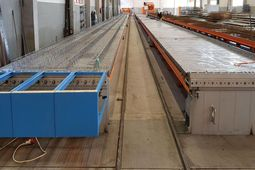 Prestressing steel-saving equipment for the production of precast slabs with in-situ topping